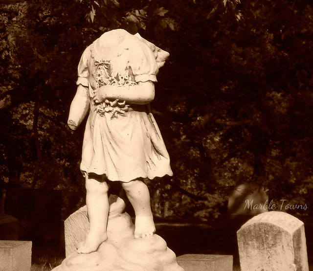 Headless child -Frank Debow 2.jpg