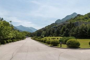 Op de laatste dag werden we naar Mount Myohang gebracht waar de International Friendship Exhibition Hall staat.