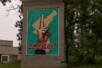 Hier staat: 'Er is maar 1 Korea'.