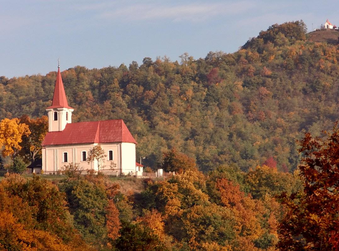Hrušovský kostol - celkový pohľad zo západu