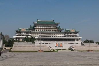 Het grote volks studiehuis, een bibliotheek en studieruimte voor *kuch* het volk.