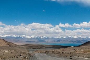 Niet veel later komen we aan bij het Karakol meer.