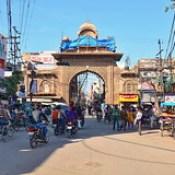 India - Uttar Pradesh - Mathura - Streetlife With Holy Gate - 101.