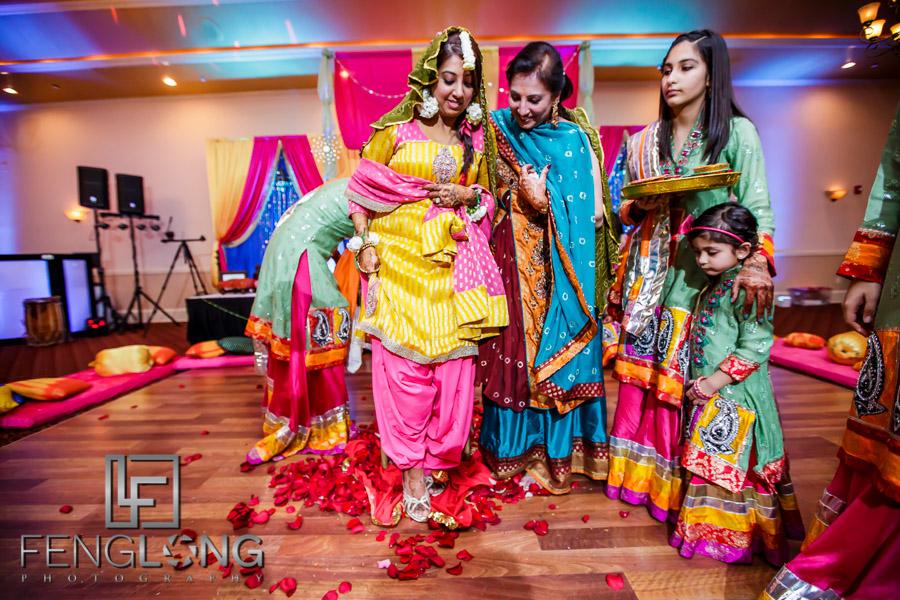 Ismaili Indian bride finishing Pithi