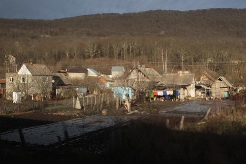 Houses backing onto the railway line in the Russian village of Безымянное (Bezymyannoye)