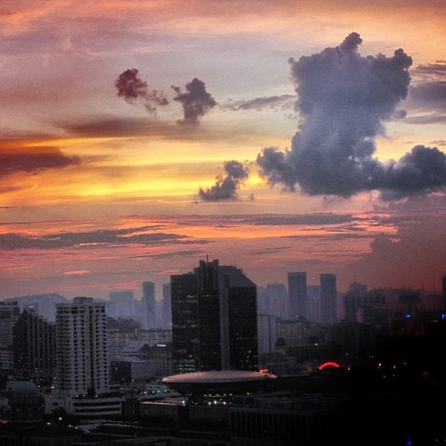 #singapore #sunset by @MySoDotCom