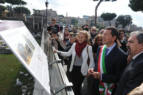 """ROMA ARCHEOLOGIA: """"STORIA DI VIA ALESSANDRINA E DEGLI SCAVI DEI FORI IMPERIALI,"""" Comune di Roma & La Repubblica & 'MARINO SINDACO - ROMA`VITA, Rome (10/2013). (31-28/10/2013) by Martin G. Conde"""