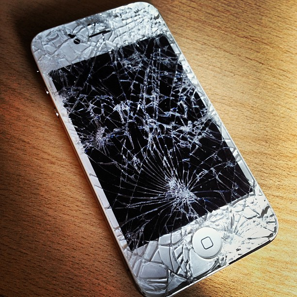Outch! #iphone #broken #dead