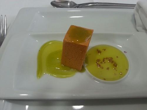 Paté de patatera con aceite de oliva a las hierbas.