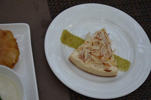 Cafe Lota: Bhapa doi cheesecake)