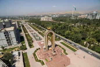 En daarna weer lekker vliegen met mijn drone. Somoni, het Gerb monument, het presidentieel paleis, Rudaki park en de vlaggemast. Je kunt heel Doesjanbe gewoon samenvatten in 1 foto.