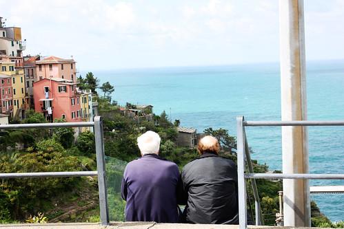 13 Locals chatting (Corniglia, Cinque Terra)