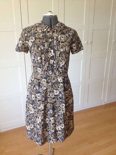 brown roses Simplicity 6894 front