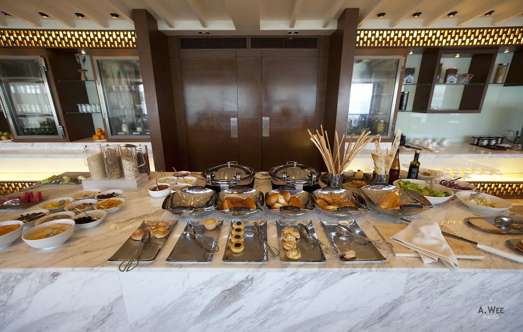 Breakfast spread in the Club Lounge