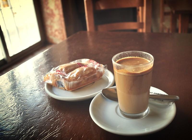 Cà phê sáng trong làng