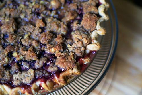 Plum crumble pie
