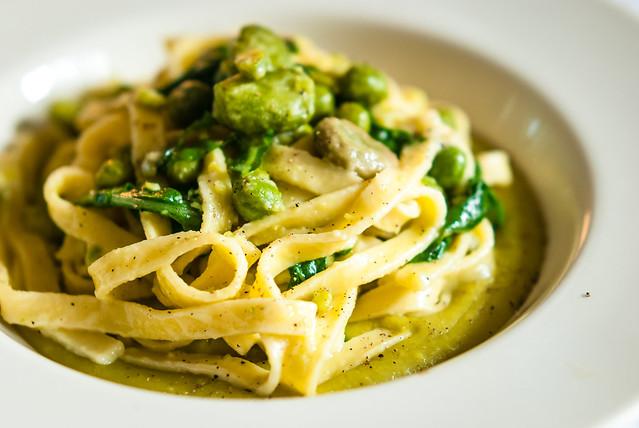 Voilà: Pasta met tuinbonen, erwten en rucola, naar een recept van Giorgio Locatelli