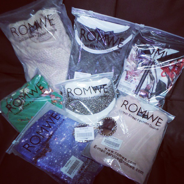 Oh looky! And it's not yet Christmas! Thank You @Romwe ! I'm gonna wear some tom! Haha!