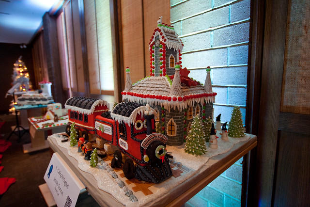 Gingerbread House 2013-3558