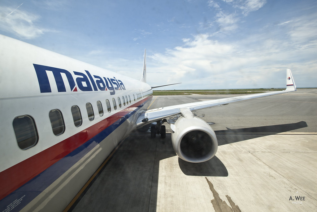 Boarding Malaysia Airlines 737-800