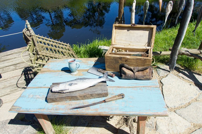 Fishermen's catch of the day can be viewed on the side of the lake. Maybe one of Hobbiton's more lucrative jobs.