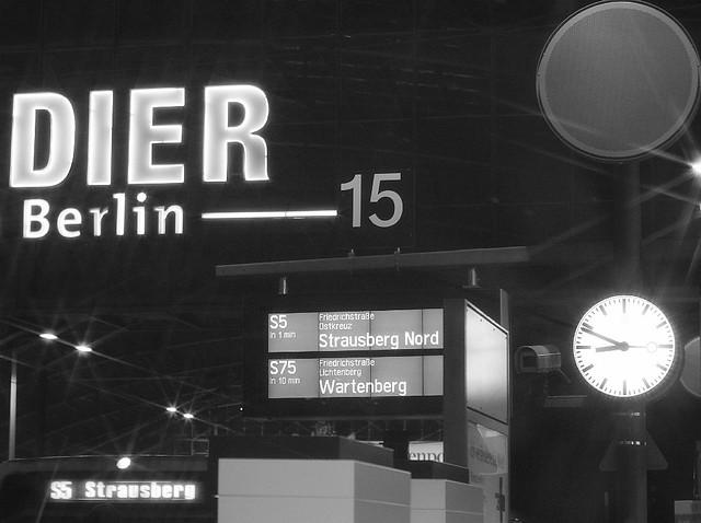 S-Bahn Berlin, Berlin Hauptbahnhof, Germany, fotoeins.com