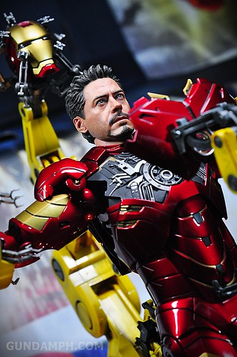 Hot Toys Iron Man 2 - Suit-Up Gantry with Mk IV Review MMS160 Unboxing - day3 (58)