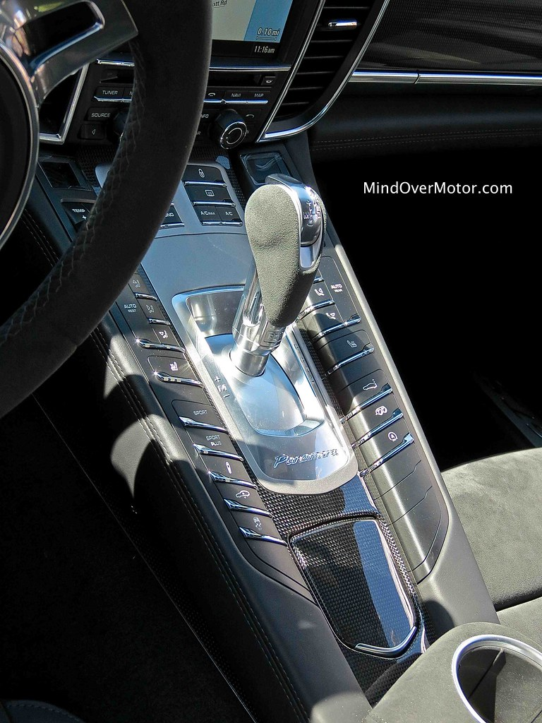 2013 Porsche Panamera GTS center console
