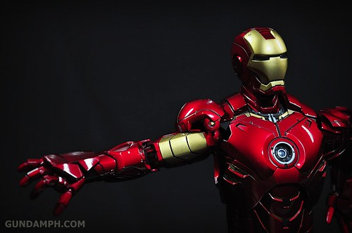 Hot Toys Iron Man 2 - Suit-Up Gantry with Mk IV Review MMS160 Unboxing - day1 (49)