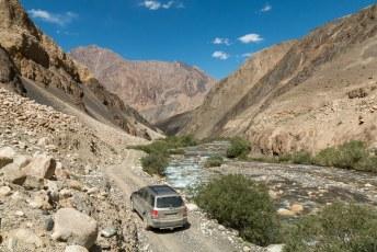 Vanuit Murghab gingen we in de naastgelegen vallei op zoek naar hotsprings aan het eind van deze weg.