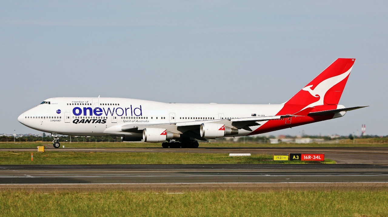 b747-400_qantas_one_world