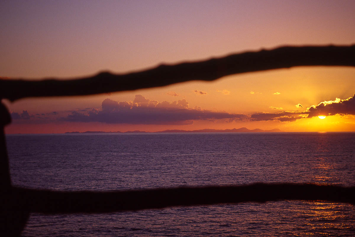 El sol se pone por Mallorca (desde Cala en Porter)