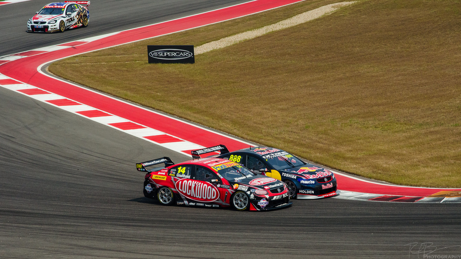 Lowndes making an inside move on Coulthard