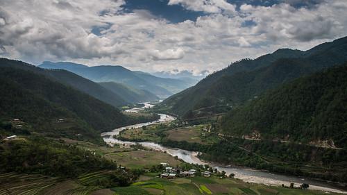 Mo Chhu River snakes along