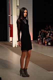 Black short dress with sleeves - Intermoda Trends