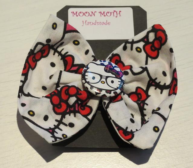Hello Kitty hair bow (Moon Moth)