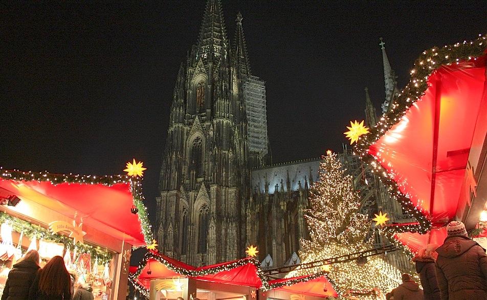 Weihnachtsmarkt am Koelner Dom, Cologne, Germany, fotoeins.com