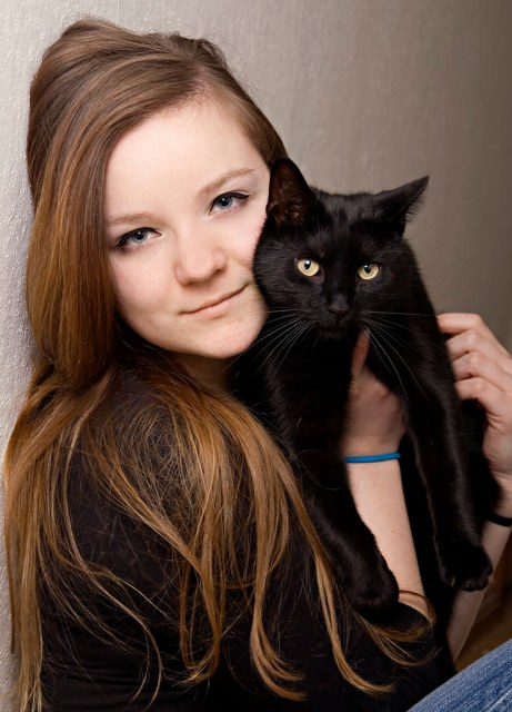 sister and the cat
