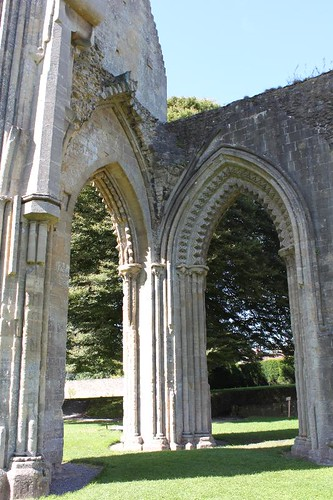 20120830_6461_Glastonbury-abbey_Small