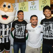 24/04/2017 - Pedro Ken e Raul participam do Tour da Taça no Shopping Parangaba