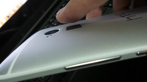 ตำแหน่งของตัวสแกนลายนิ้วมือของ HTC One Max