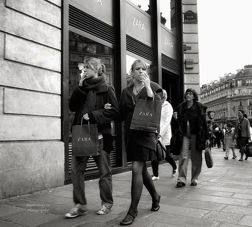 Provence-Opéra, Paris : smoking girls