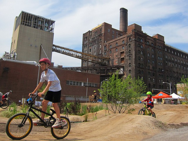 Brooklyn Bike Park, Domino Sugar Factory lot