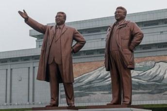 Zodat iedereen meteen eer en respect kon betuigen aan deze stukken brons.