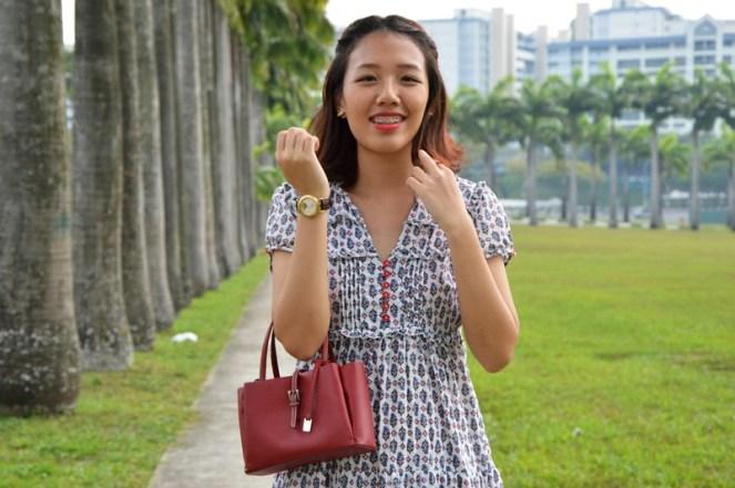 vintage retro dress, red handbag, retro outfit