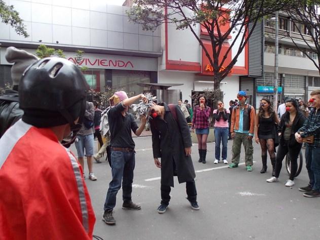 Algum grupo de teatro se apresentando na rua