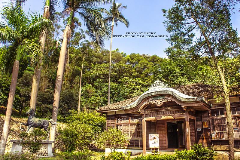【桃園】。如果不告訴你這是在台灣拍攝的,一定會誤以為是日本的哪間神社。這裡是一處日式建築相當完整的古蹟【桃園神社】,有時還會遇到穿著浴衣和服的人來這裡拍照喔!