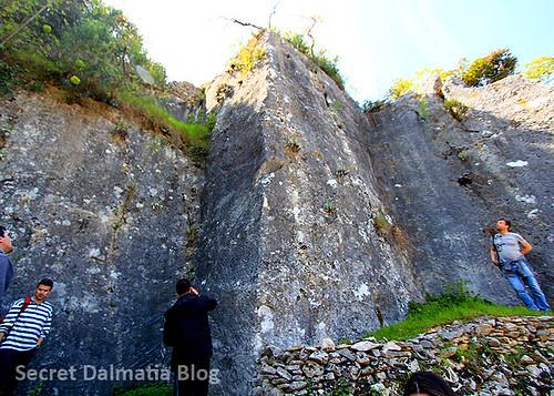Mate Parica explaining basic techniques for excavating stone