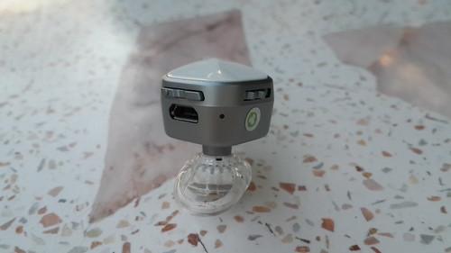 ตรงนี้จะเห็นปุ่มเปิดปิด และปุ่มปรับระดับเสียง และพอร์ต Micro USB