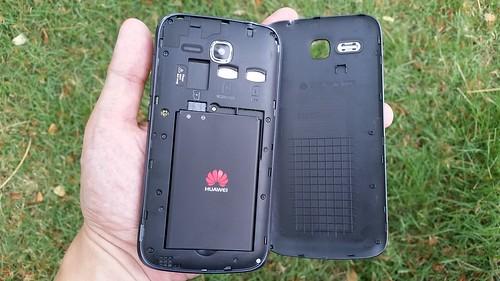 แกะฝา Huawei Ascend Y600 ดูด้านใน